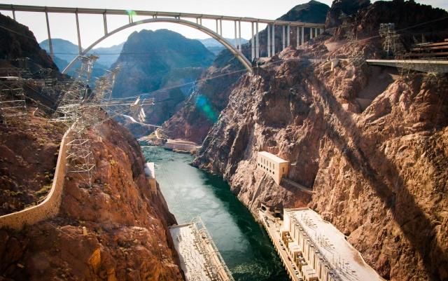 Le Colorado depuis le barrage